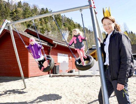 Elsker jobben: – Jeg elsker ungene. Det blir på en måte mine egne unger, sier Hilde Viskjer Halvorsen (45) som har jobbet som assistent i Skrapeklev barnehage i 25 år, og er klar for 25 nye år.   foto: lars ravn