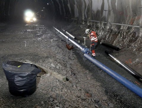Koblet: Nær 150 000 meter rør er nå koblet sammen i Mælefjelltunnelen. Selve veien er nå bygd opp i det meste av tunnelen. (Alle fotos: Tor Arvid A. Gundersen, Statens vegvesen)