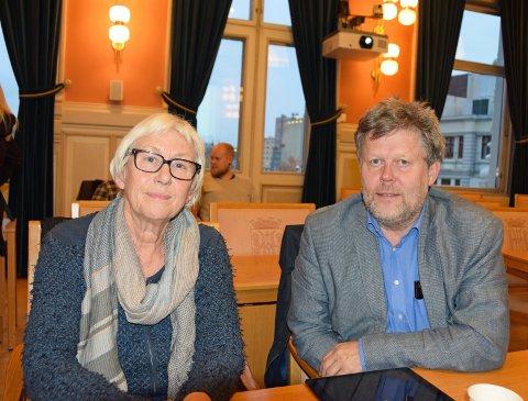 VENTER: Signy Gjærum og Geir Arild Tønnessen i Venstre venter fortsatt på svarene i byggingen av det nye Ibsenbiblioteket.