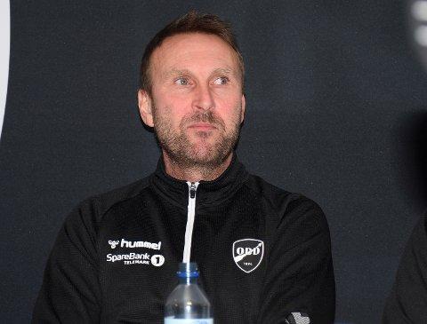 CUPMESTER I 2000: Jan Frode Nornes bruker ferien på jobb. Odd-treneren håper både serie og cup kan fullføres når sesongen en gang kommer i gang.