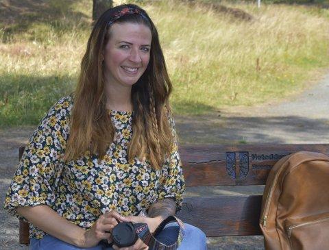 1 FOTOKAMERA: Rose Mari Solberg har alltid med seg fotokamera og finner mye inspirasjon i naturen (Foto: Mari Kittilsen). 2 DYR: Det er mange som liker å se bilder av forskjellige dyr (Foto: Rose Mari Solberg). 3 SMYKKEKUNST: Etter flere år med forsøk fant Rose Mari endelig ut hvordan hun kunne lage drømme-smykkene (Foto: Rose Mari Solberg).                           4 INTERIØR: I hjemmet til Rose Mari er det mange landlige detaljer og duse farger. 5 PEPPERKAKER: Til jul legger hun ut mange bilder av pepperkaker. (Foto: Rose Mari Solberg)