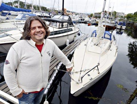 Wojciech Ulatowski er klar for å starte opp seilskole for ungdommer fra 13 til 18 år.