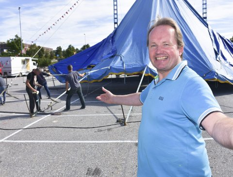 Sirkusdirektør Jan Ketil Smørdal er nok en gang på veien med sirkuset.