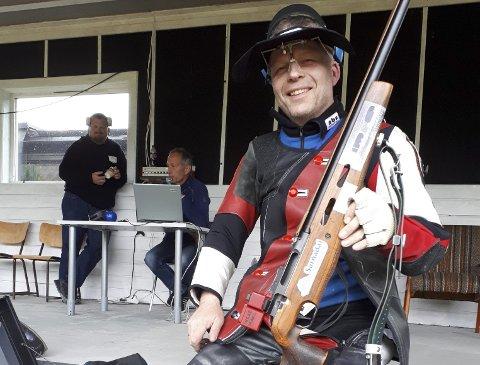 Blinkskudd: Ingar Waag har all grunn til å smile, han skjøt best på Halsa skytterlag.