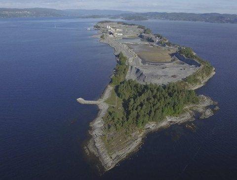 FULLT: Deponiet på Langøya er snart fullt, men bør ikke erstattes av et nytt i gruvegangene ved Brevik, mener forfatteren.