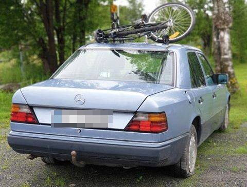 PARKERT: Denne bilen har i følge en leser stått stille i ved Jernbaneparken på Raufoss i over tre år.