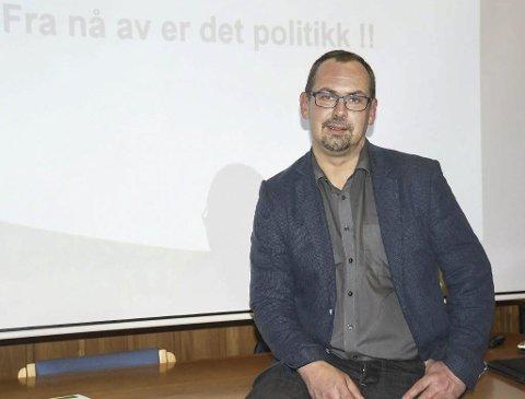 Politikk: Dette bildet ble tatt da rådmann Ole Petter Skjævestad da la fram sitt budsjettforslag for 2019 på slutten av fjoråret. I år har rådmannen lagt fram økonomirapporter for politikerne med stadige rødere tall. Arkivfoto
