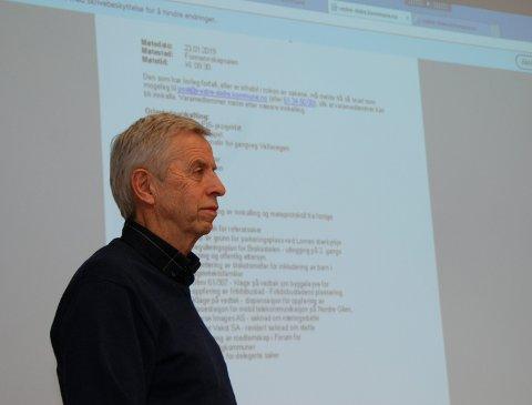 Vøllavegen: Ove Hamre, som er prosjektleiar for mange byggjesaker i kommunen, orienterte formannskapet om mulege alternativ for billegare gang- og sykkelveg.