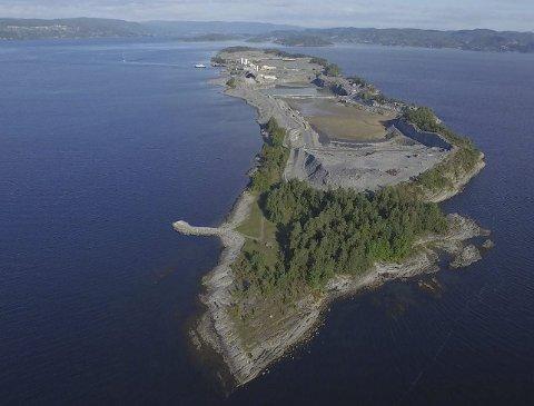 Utvider: Sydbruddet skal nå utvides med et uttak av omlag en million kubikk kalkstein. Den skal fraktes med lekter til Drammensfjorden.arkivfoto