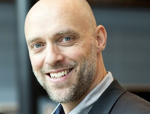 SLITSOMT: Rektor Kjell Ove Hauge ved Kuben videregående skole har forståelse for krevende vurderinger, men påpeker at det er slitsomt for elever å ansatte å ikke få forutsigbarhet i tiltakene.