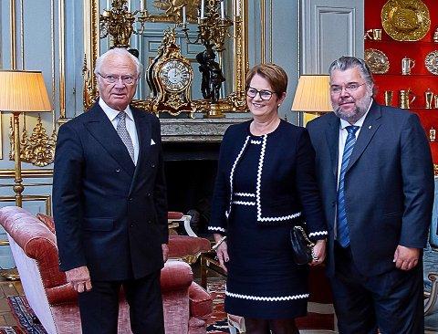 MØTTE SVENSKEKONGEN: Sammen med stortingspresident Tone W. Trøen (H) hadde Morten Wold gleden av å bli tatt imot av Sveriges kong Carl Gustav på Drottningholm slott i Stockholm under et offisielt besøk til vårt naboland i fjor.
