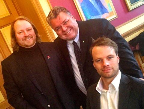 Morten Wold, Jon E. Helgheim og Morgan Langfeldt, alle Frp, føler seg sikre på at det blir bygget et fullverdig sykehus på Brakerøya.