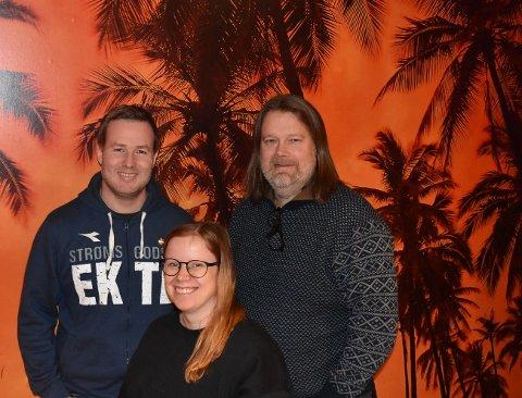 Anders Nerdrum (t.v.), Helene Dahl Thorne og Jon Øyvind Lærum (t.h.) er sammen med Christer Karlstad nyslåtte quizmastere på Rekord Bar. De er klare til å ta over og har allerede flere hundre låter i bakhånd.