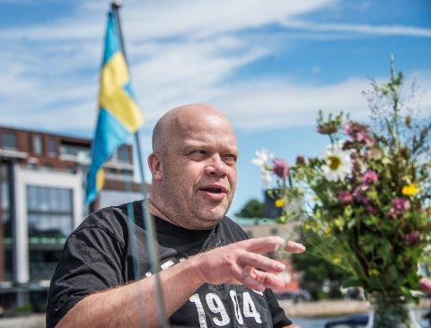 LANGE DAGER: For Christer Karlsson har det vært uvanlig lange dager som permittert. Nå venter derimot midtsommar-feiring og en tur med bil rundt i det svenske landskapet i ferien.