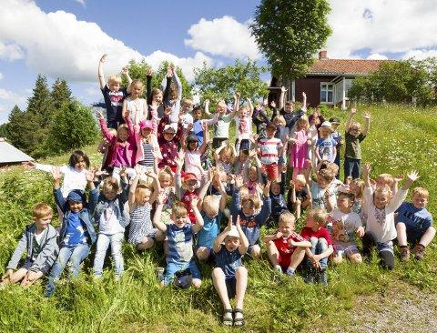 Førsteklasses tur: En glad gjeng med førsteklassinger fra Eidskog fikk en uforglemmelig dag på Eidskog museum Almenninga. Bilder: Kjell R. Hermansen