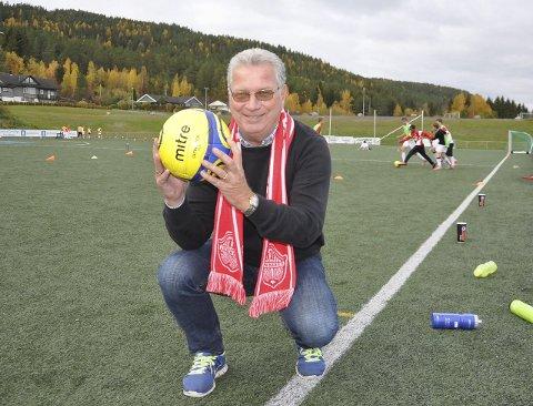 JEVNAKER: Jevnaker var først ute med kunstgressbane på Hadeland i 2005. Nå skal anlegget opprustes for 4,8 millioner i 2016. – Vi har topp treningsforhold, sier Roger Sundling i Jevnaker Fotball.