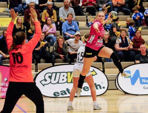 Pernille Wang Skaug spiller for tiden i Vipers, landets beste håndballag. I romjula kan hun bli cupmester, tre år etter cupfinaletapet som Halden-spiller.