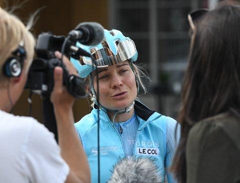 Haldens egen Emilie Moberg intervjues før start.