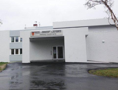 SVINDEL: Tana kommune kan ha blitt svindlet for langt mer enn 12 millioner kroner. Nå kan nabokommunen også ha blitt rammet.
