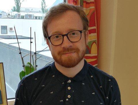 GLEDER SEG: Jone U. Slettebø-Knudsen ser frem til å ordineres i Varhaug kirke.