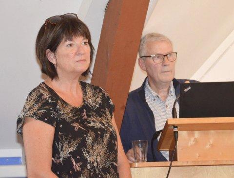 Orienterte: Rådmann Inger Lysa og kommunalsjef Åge Aashamar orienterte politikerne om de økonomiske utfordringene som må tas hensyn til under høstens budsjettbehandling.