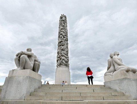 Oslo  20150620. MONUMENTAL KUNST: Mange turister strømmer til Oslo og Vigelandsparken for å se Monolitten, Sinnataggen og de andre skulpturene. Onsdag blir det Vigeland-kveld i Kongsberg kirke.