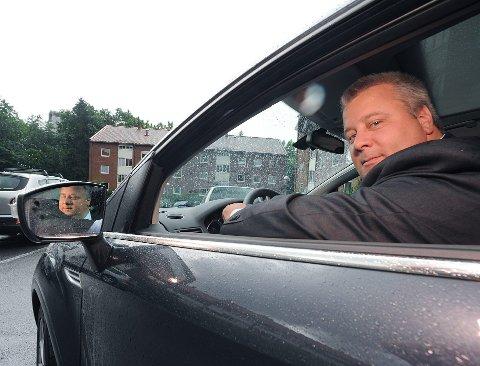 FIREFELTS: Stortingsrepresentant Bård Hoksrud frykter at E 134 Saggrenda - Elgsjø kan bli strukket ut i tid om det ikke kommer en sttasråd med budsjettlekkasjer før mandag. (Foto: TA)