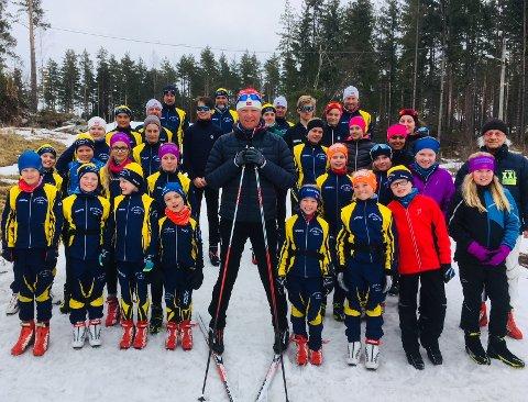 GOD SAMLING: Audun Svartdal hadde teknikksamling med juniorløperne til Moss Skiklubb.