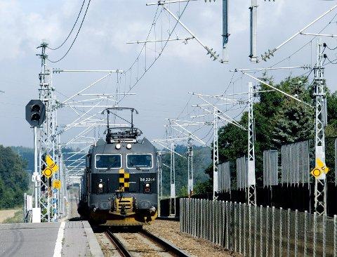 TAPER: På landeveien fraktes vesentlig mer gods enn på toget.
