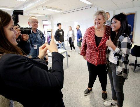 NÆRT MØTE: Angel Cagas (16) fortalte statsminister Erna Solberg  at hun vil bli lege eller sykepleier.