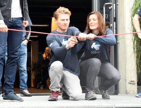 VELKOMMEN: Marthe Stensrud og Magnus Midtbø åpnet Oslo Klatresenter ved å klippe snoren, og kan nå ønske folk velkommen.