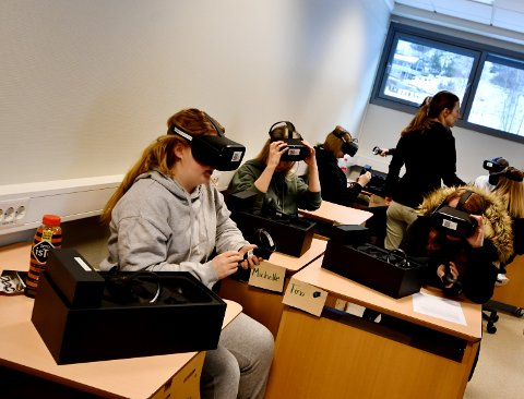 Elevene på Helsearbeiderfag syntes det var litt vanskelig å bevege seg rundt i den virtuelle verden.