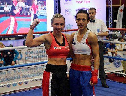 VM-FINALEKLAR: Kristin Vollstad (t.v) er klar for VM-finale i kickboxing etter å ha slått britiske Monika Markowska (t.h) i semifinalen.