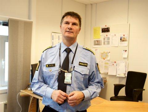 STORT TIDSVINDU: Politistasjonssjef Frank Magne Sletten sier politiet ennå ikke vet dødstidspunktet. - Vi har foreløpig et tidsvindu på veldig mange år.