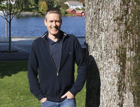 NÅ GÅR DE LIVE: Finn Erik Einarsen og IL Hei e-sport har fått 67.000 kroner av Sparebankstiftelsen DNB til å kjøpe streamingutstyr. Nå vil det bli direkte sendinger med kommentarer når klubben spiller kamper framover.