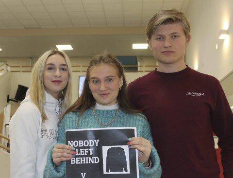 GIR BORT OVERSKUDD: Hedda Janik, Sarah Løythe og Mathias Johnsen gir bort overskuddet fra ungdomsbedriften.