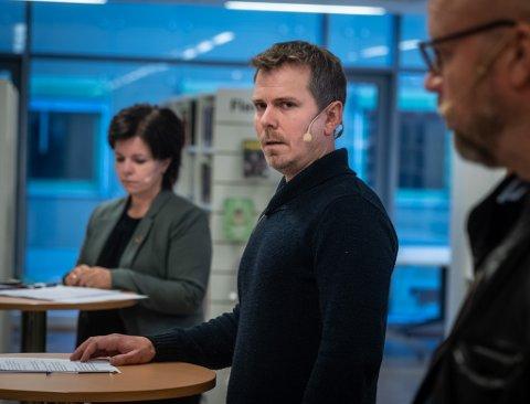 Kommuneoverlege Frode Berg og informasjonssjef Connie Slettan Olsen.