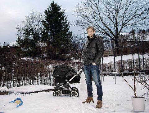 SKAL PÅ TURNÉ: Gaute Ormåsen drar snart ut på årets juleturné, som er større enn noen gang. Han gleder seg skikkelig til å skape julestemning i store deler av Norge, men synes også det blir godt å komme hjem til jul. Her hjemme i Oslo, med minstemann Mateo (1,5).