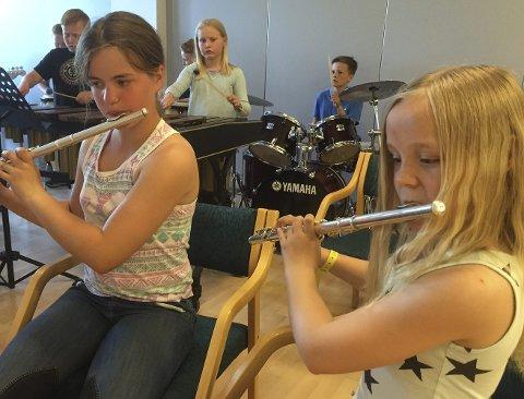 Øvelse: Det har vært øvd iherdig foran konserten. Foto: Kulturskolen