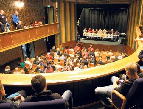 HET DEBATT: Tirsdag er det klart for debatt og politiske dueller på Rjukan videregående skole – ni politiske partier sitter i panelet. Her fra debatten før valget i 2019.
