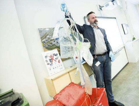 Finner store mengder helseutstyr: Administrerende direktør Øyvind Brevik i ROAF mener både legekontorer, helseinstitusjoner og privatpersoner må ta et større ansvar for at legemidler ikke havner i det resirkulerbare restavfallet.Alle foto: Lisbeth Lund Andresen