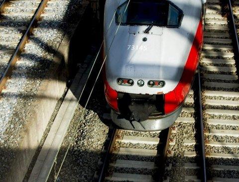 Lørdag presenterte samferdselsminister Knut Arild Hareide nyheten om at regjeringen vil foreslå å skrote store deler av jernbaneutbyggingen i Oslo. Blant annet blir det ingen ny stasjon i Sarpsborg sentrum.