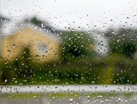 UVÆR: Det er meldt om typisk innevær i Fredrikstad denne helgen, og spesielt søndagen vil preges av regn og vind.