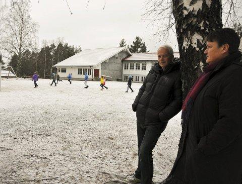 SPENTE: Enhetsleder Birger Skipar og tillitsvalgt Astrid Breivik var begge spente før det avgjørende møtet i kommunestyret torsdag kveld.foto: bjørnar hagen vika