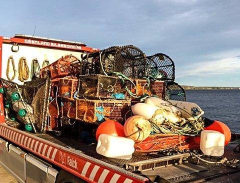 En bil fra Falken ble innleid for å få fraktet bort beslaglagte fiskeredskaper.