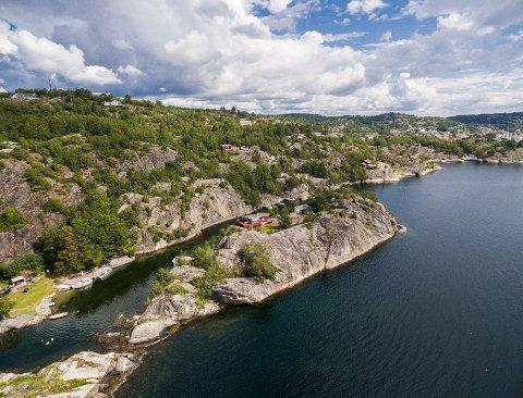 PRIVAT ØY: Den private øya har et tomteareal på 5720 m². Foto: Finn.no