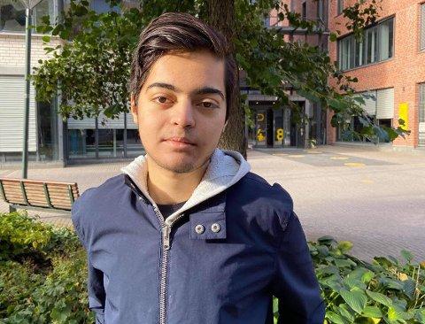 REAGERER: Lederen i Sosialistisk Venstreparti, Aram Karim mener at ordfører Anne Rygh Pedersen i Arbeiderpartiet har en ufin debattoppførsel på nett.