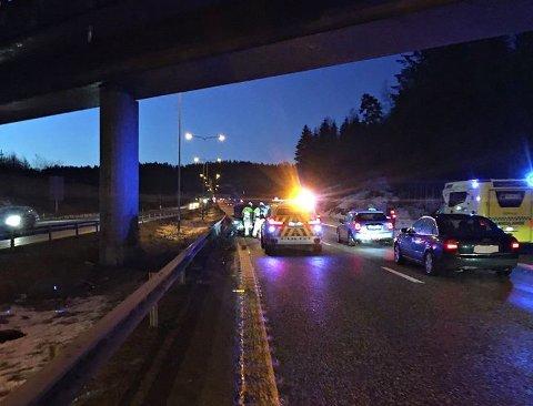ISLANDTUNNELEN: Det har vært flere ulykker på E18 mandag morgen på grunn av glatt vei. Dette bildet er tatt ved Islandtunnelen.