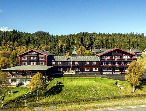 Pusset opp: Også utvendig har Hovda Fjellhotell i Tisleidalen fått en ansiktsløftning. Hotellet er beiset på nytt og uteområdet er asfaltert i sommer.