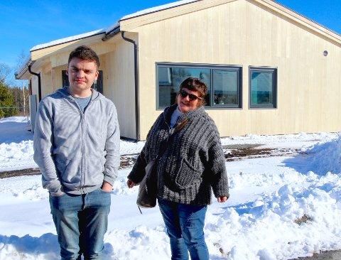 – Randemlia har blitt et fantastiske bygg, mener Grethe Fottland. Sønnen Marcus var en av de første som tok huset i bruk i februar.